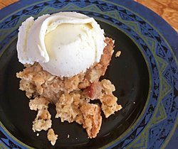 Apple Crumble Cake ala Mode