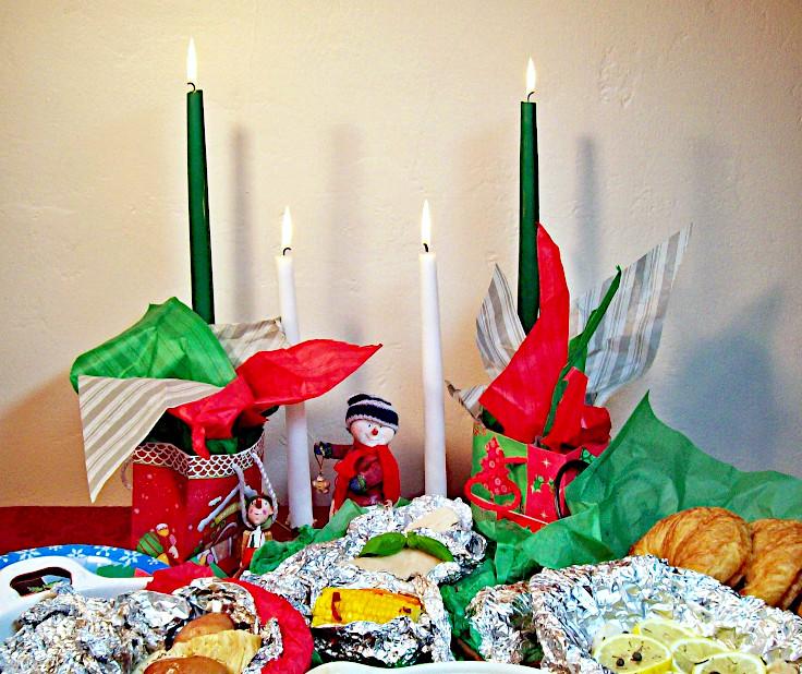 Image of Aluminum Foil Christmas Buffet