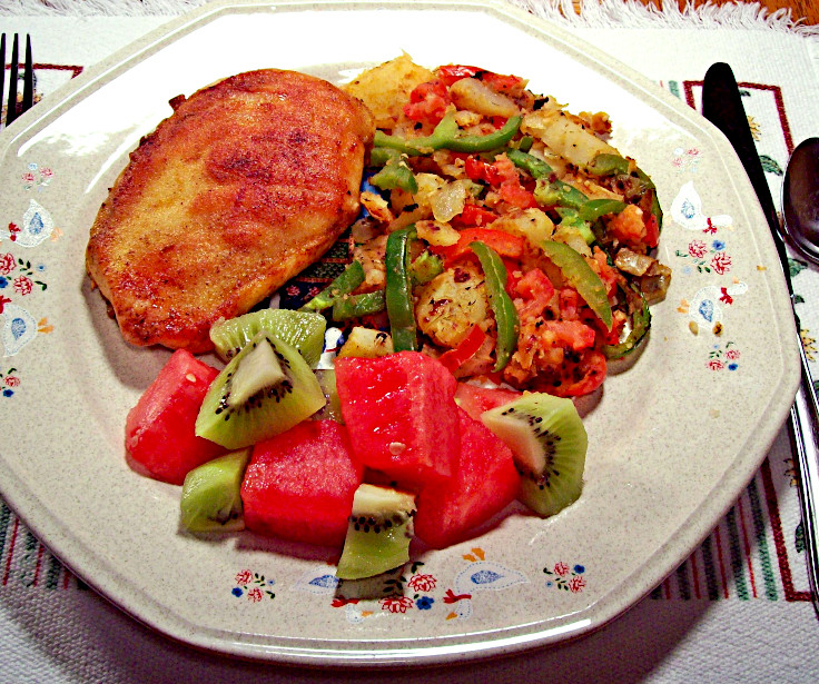 Image of Spicy Fried Chicken with Peppers and Potatoes